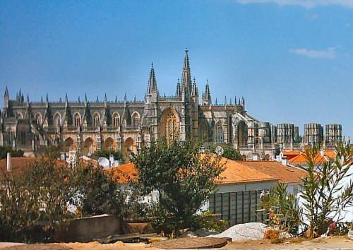 800px-Mosteiro_da_Batalha_(2)[1].jpg