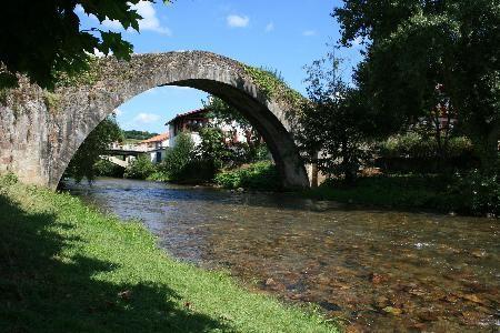 pont-romain-de-st-etienne-de-baigorry-france-aquitaine_90806[1].jpg